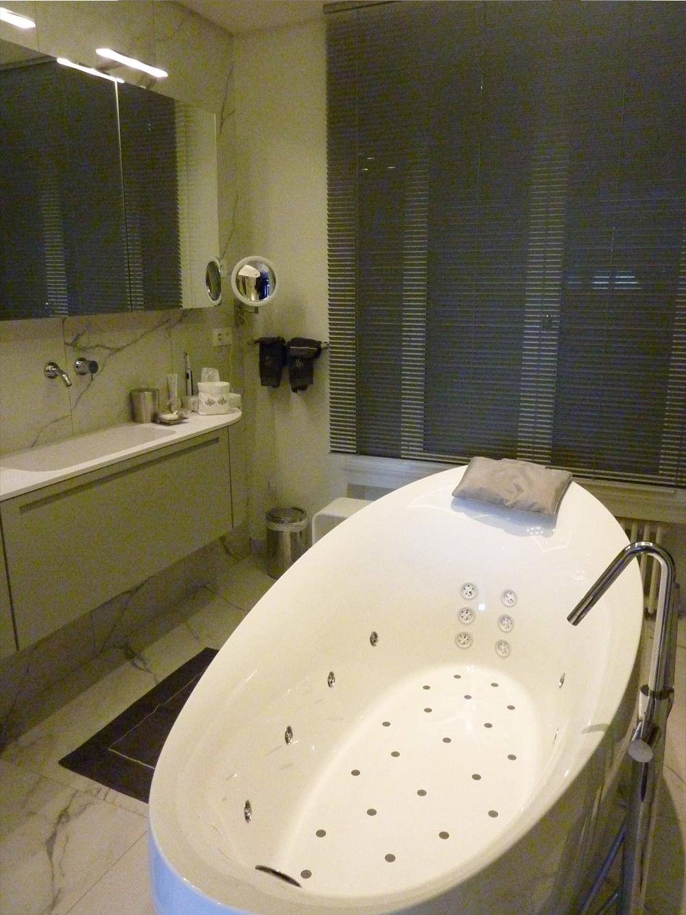salle de bains lyon meilleures images d 39 inspiration pour votre design de maison. Black Bedroom Furniture Sets. Home Design Ideas